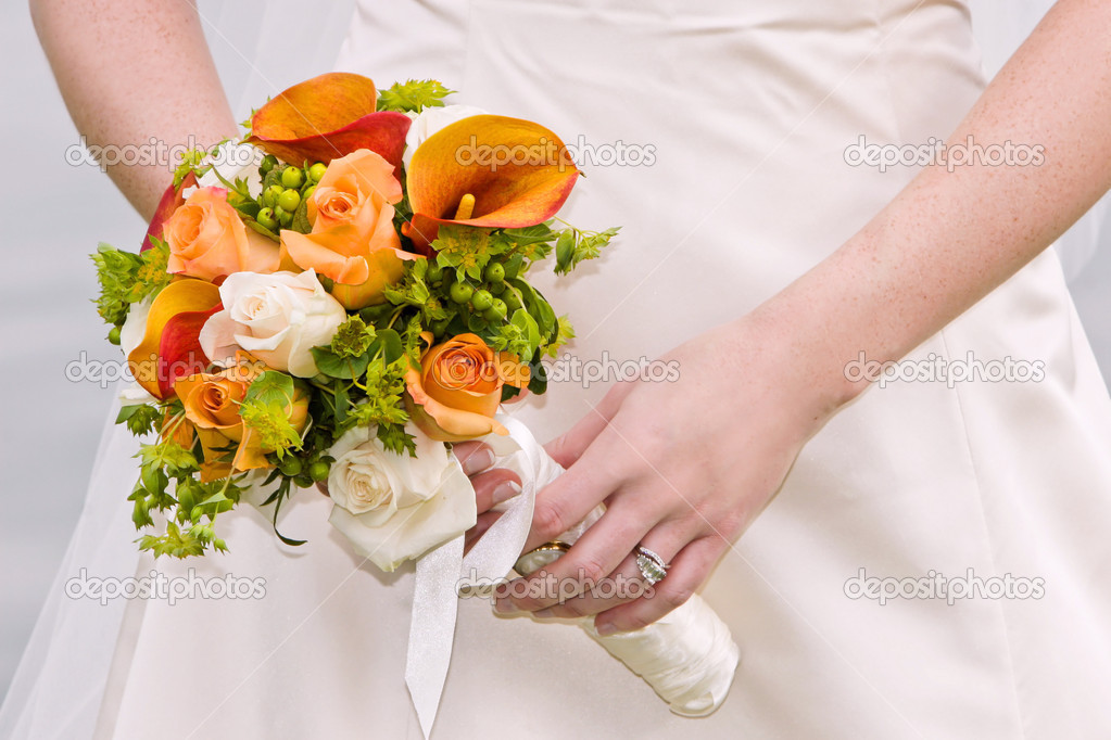 Bride holding a wedding bouquet in her wedding dress — Stock Photo #2047861