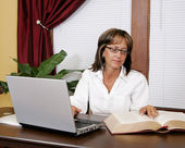 Office worker woman — Stock Photo