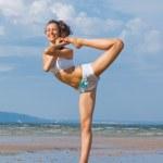 Exercising on the beach — Stock Photo