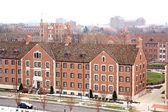 在大学校园里的建筑物 — 图库照片