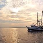 Fishing trawler on the water at sunrise — Stock Photo