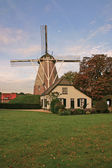 House and windmill in the Netherlands — Stock Photo
