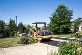 Yeni asfalt silindir düzeltir — Stok fotoğraf