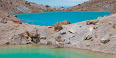 Volcanic lake and volcanic Terrain — Stock Photo