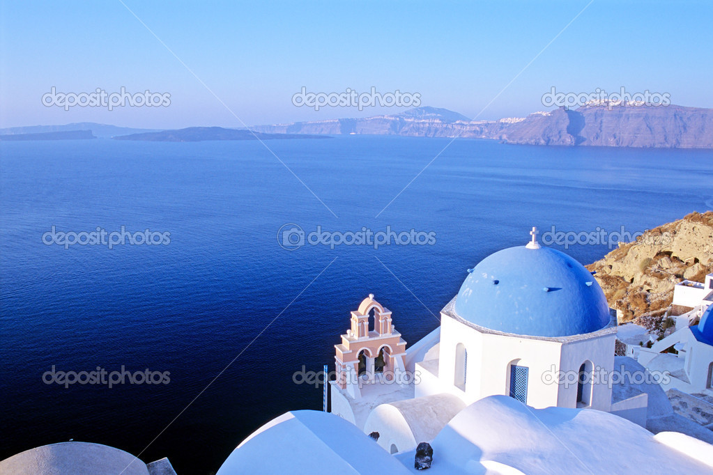 Dome church an calm sea with cliff in background, Greece — Stockfoto #2458660