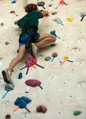 Girl on climb wall — Stock Photo