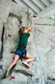 Young teen girl rock climbing — Stock Photo