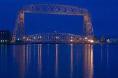 Duluth aerial bridge dusk — Stock Photo