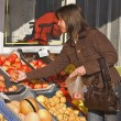 Woman buying fruits — Stock Photo