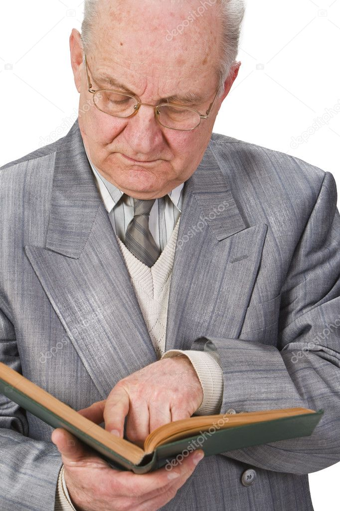 Close-up image of a senior man reading a book attentively. — Stock Photo #1986294