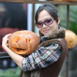 Women and pumpkin — Stock Photo