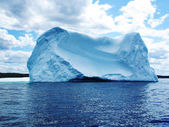 Iceberg in Atlantic Ocean off Newfoundland — Stock Photo