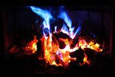 红色和蓝色的火焰火 — 图库照片