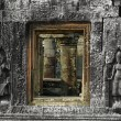 Sculpted wall and windows, Angkor Wat — Stock Photo