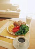обеденный стол в современном интерьере — Стоковое фото