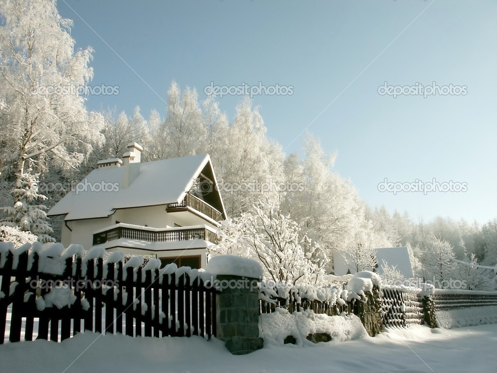 House in the mountains among the trees covered with frost. Photo taken in January.  Foto de Stock   #1874834
