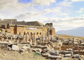 The Ancient destroyed Temple in the mountains of Turkey. Pamukkale — Stock Photo