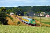 Pociąg pasażerski przechodzącej przez countrys — Zdjęcie stockowe