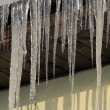 Foto Stock: Icicles on roof
