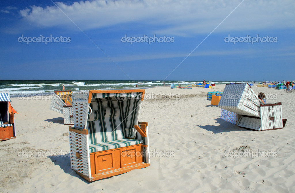 Wicker roofed beach chairs standing on the beach — Stock Photo #1934345