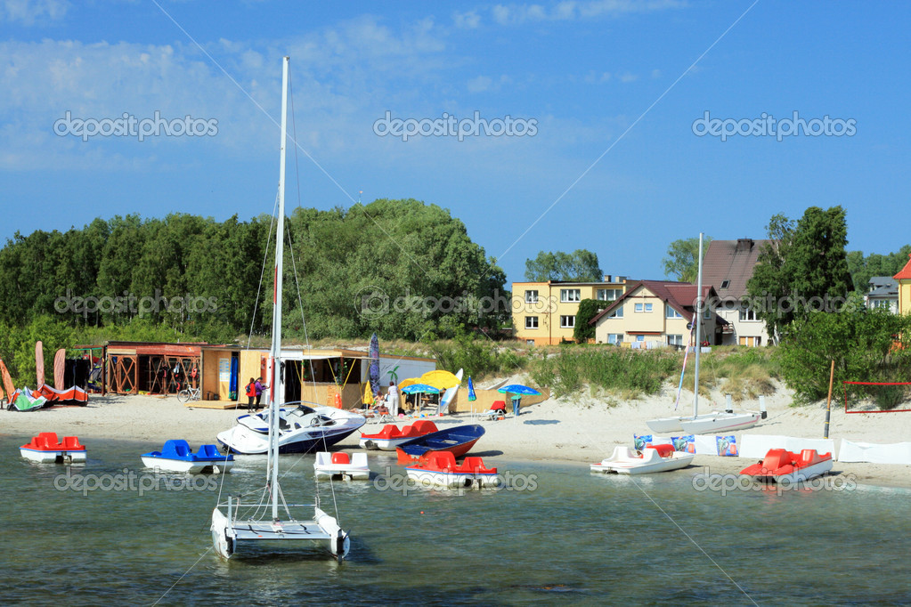Sailing boats, pedalboats and other water fun stuff at the coast of the sea — Stock Photo #1972577