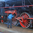 Man repairs an old steam locomotive — Stock Photo