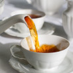 Pouring tea. — Stock Photo #1846046