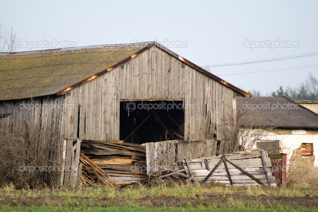 Seeks devastation deserted barn for a long time not used — Stock Photo #2062207