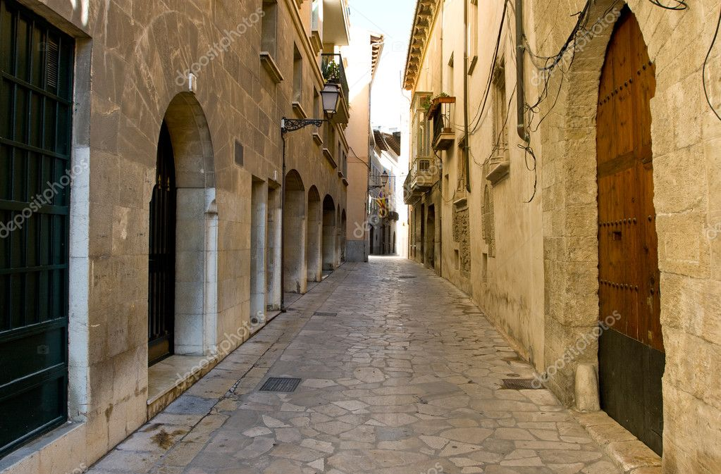 Narrow spanish street, Palma, Mallorca — Stockfoto #2192215