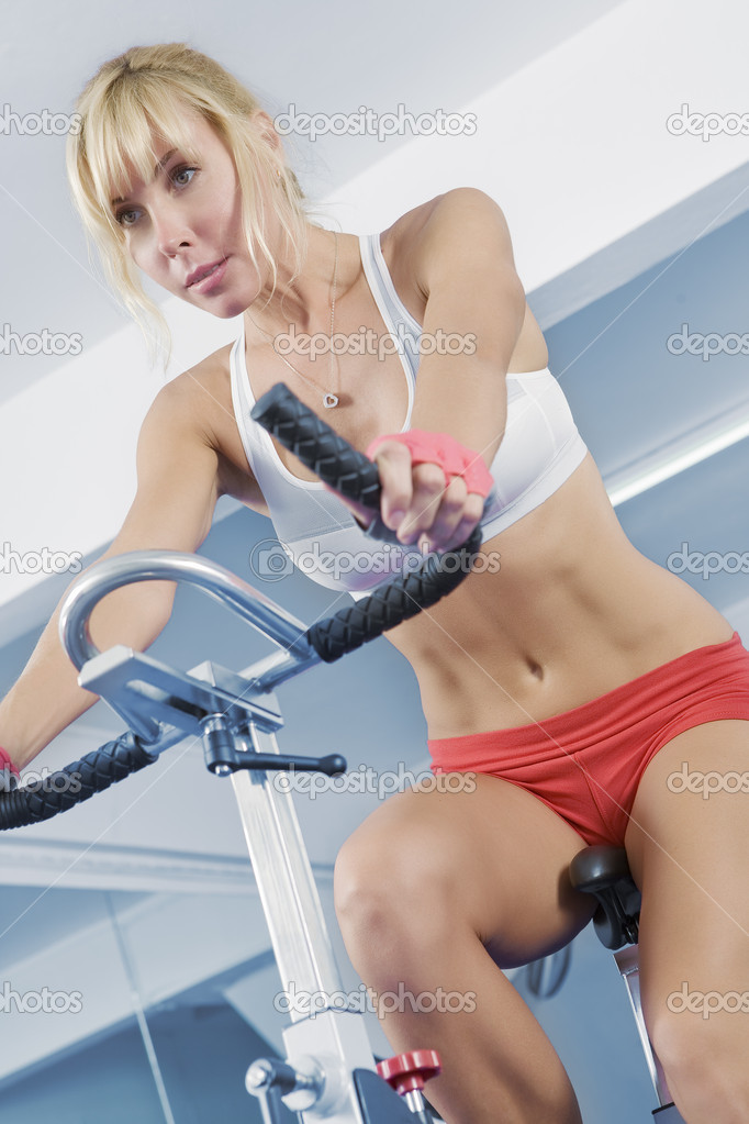 Portrait of young beautiful woman  getting busy in gym     — Stock Photo #1966841