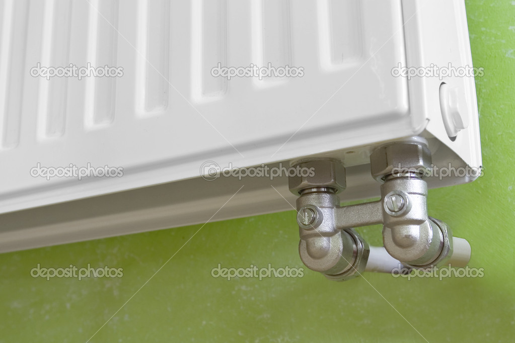 Radiator and radiator Valve on green background — Stock Photo #1903950