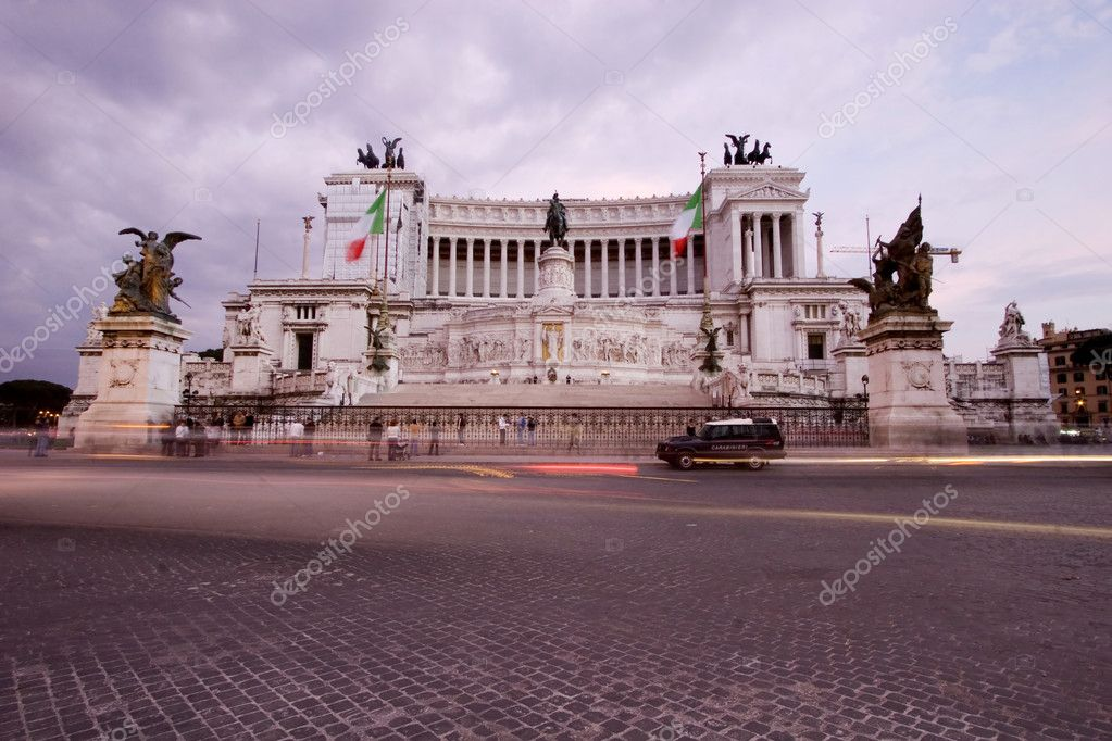 Sunset view of Vittorio Emanuele II National Museum, Rome, Italy, long exposure — Stock Photo #1897631
