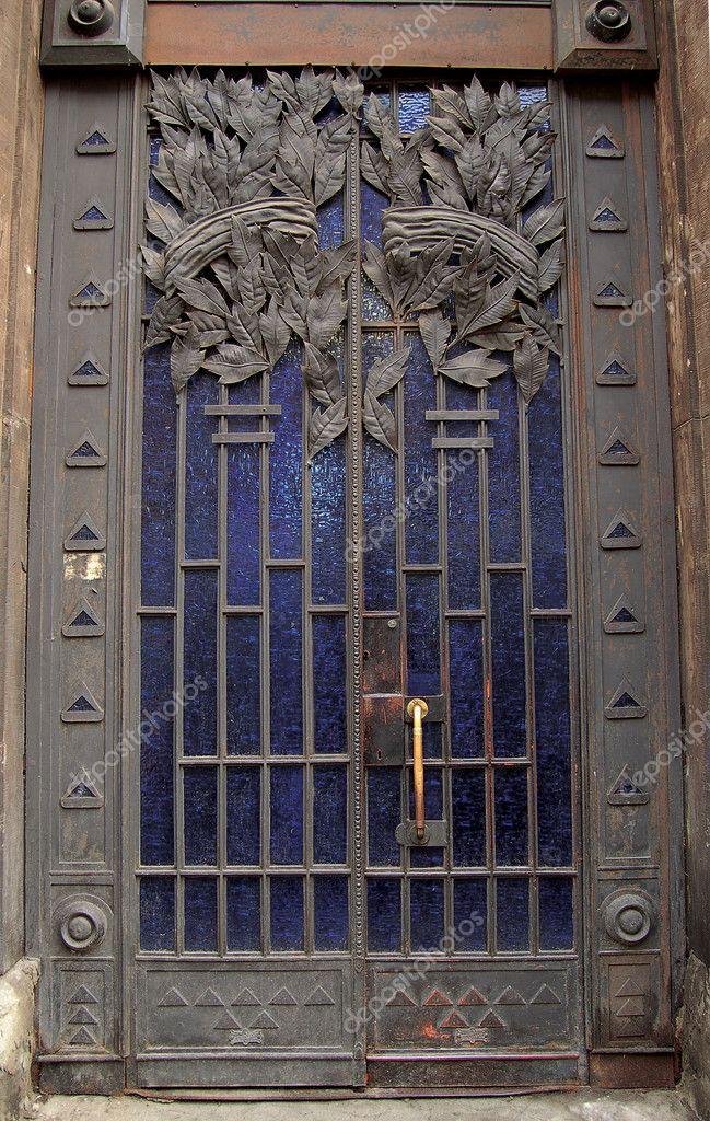 Porte m tallique avec la d coration forg e photographie makc76 2528695 - Porte metallique castorama ...