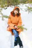 The Girl sits in a snowdrift — Stockfoto