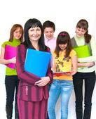 Casual lärare och hennes elever — Stockfoto