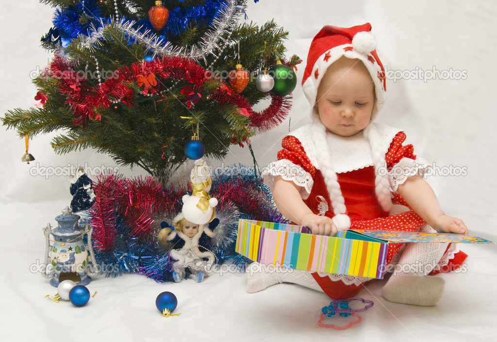 The Image of the little girl near to a fur-tree and gifts — Foto de Stock   #2538947