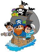 Ship with various cartoon pirates — Stock Vector