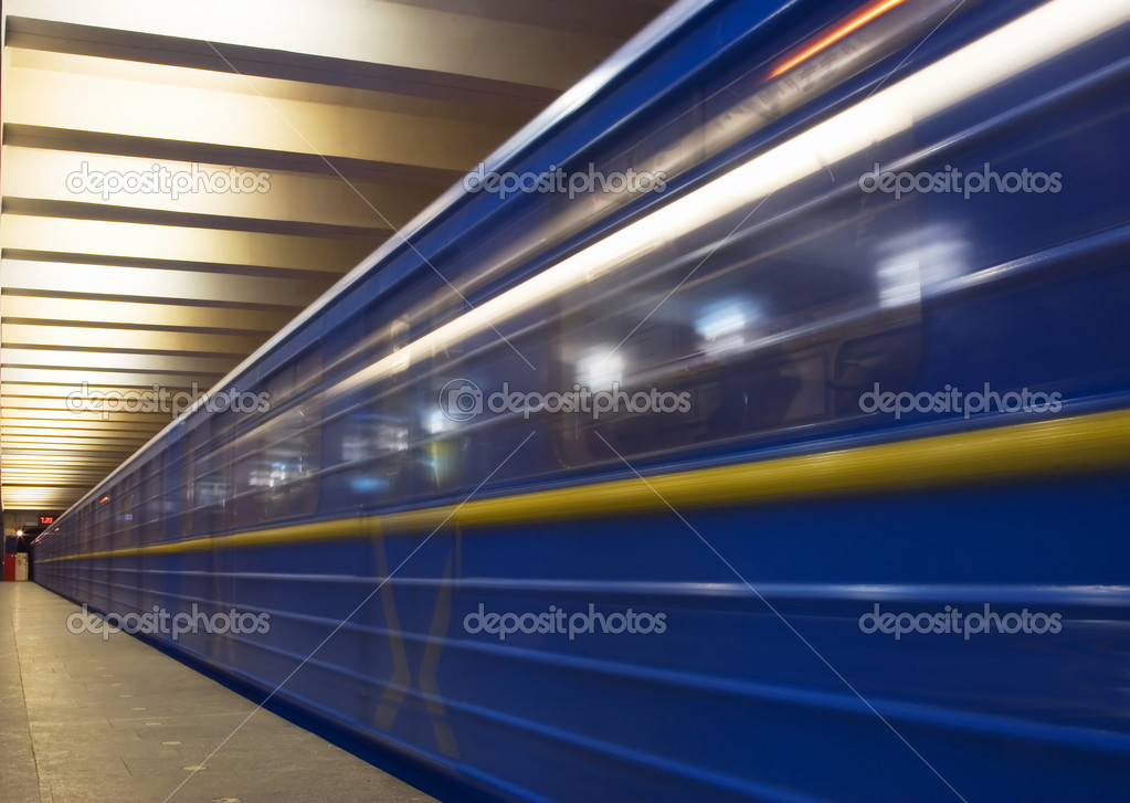 Move train in subway, on platform — Stock Photo #1859473