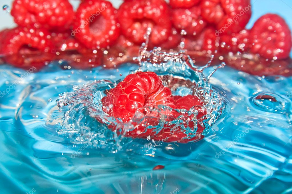 Freshness. Wet raspberry. — Stock Photo #2447056
