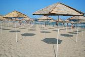 Parasole na plaży — Zdjęcie stockowe