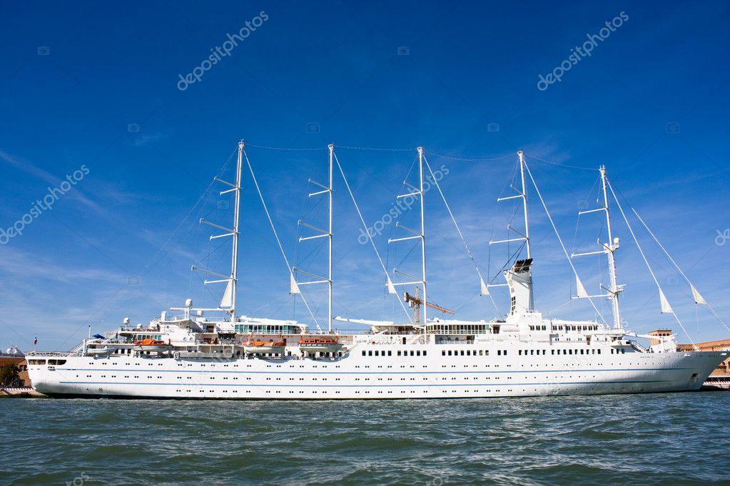 Giant cruise ship in the Mediterrian  Stock Photo #2003487