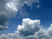 White clouds and blue sky in sunny day — Stock Photo