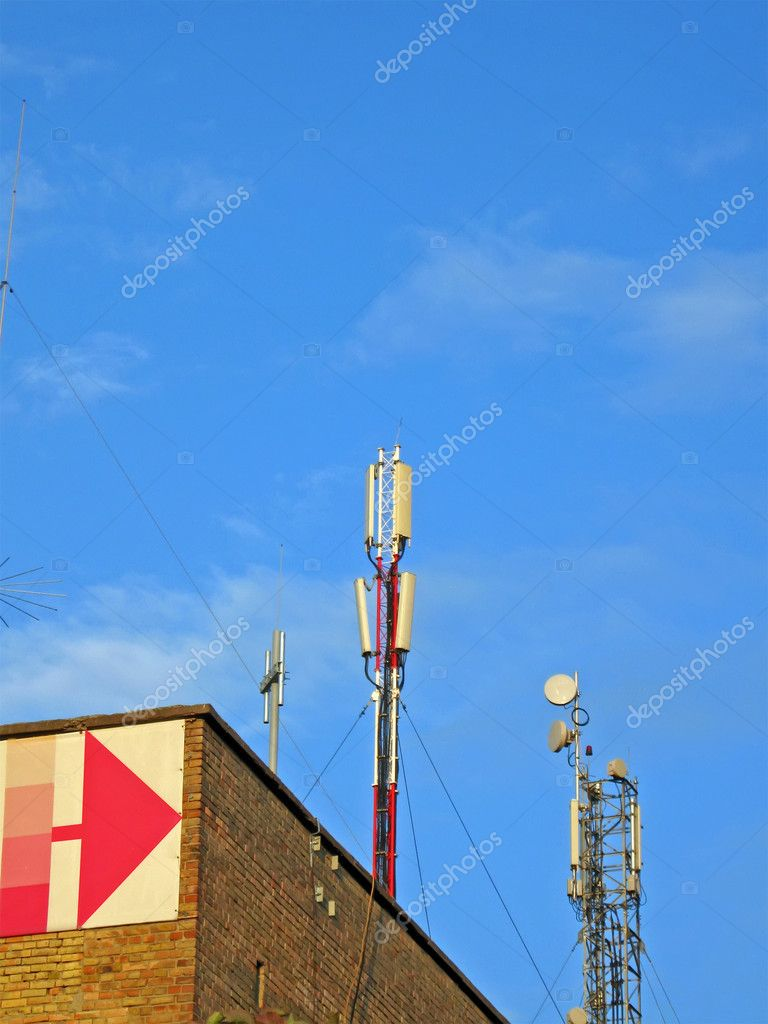 Mobile telecommunication technology provide stable coverage of space with radio signal. Mobile gsm, umts antenna (mobilfunk sntennen, radio antenne), wireless — Stock Photo #2080697