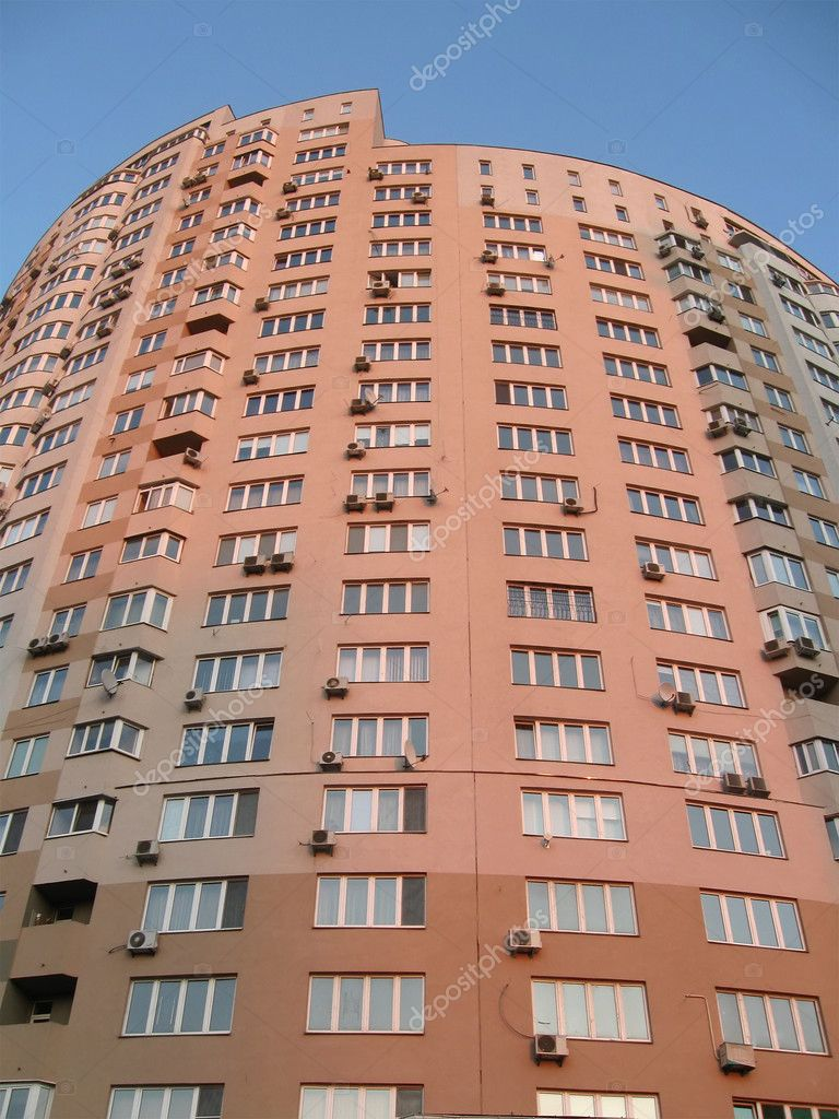 Outdoors view of new single high skyscrapper (red urban building with windows during sunset), Construction concept — Stock Photo #2081398