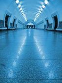 Niemand, Perspektive fluoreszierende u-Bahn — Stockfoto