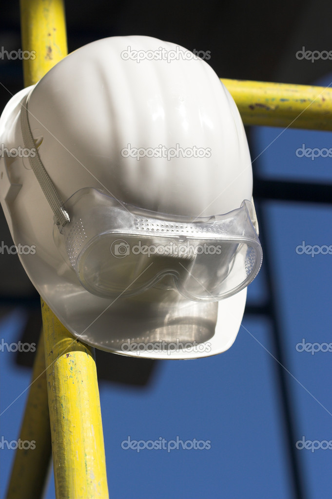 White helmet and goggles close up — Stok fotoğraf #1870815
