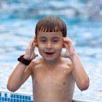 Boy in swimming pool — Stock Photo