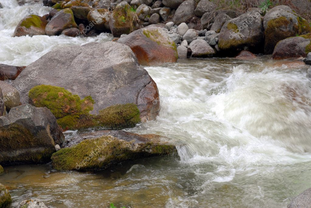 Фотообои Быстрая горная река