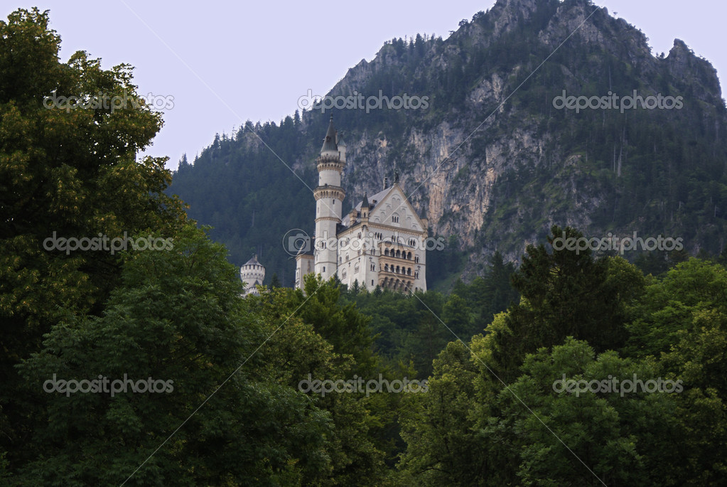 Neuschwanstein Castle in Bayern — Stock Photo #2003588