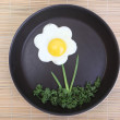 Flower shaped fried egg with greenery — Stockfoto